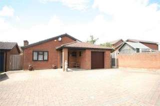 3 Bedrooms Bungalow for sale in Woodhall Close, West Hunsbury, Northampton, Northamptonshire