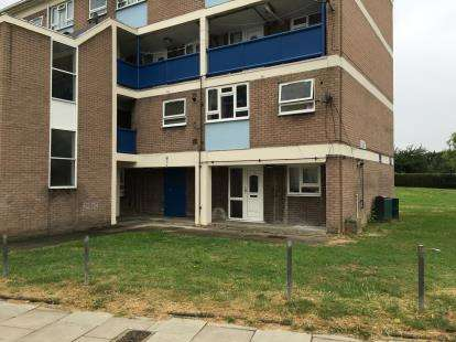 2 Bedrooms Maisonette Flat for sale in Raeburn Court, Academy Gardens, Northolt