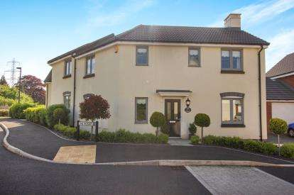 3 Bedrooms Semi Detached House for sale in The Rosary, Stoke Gifford, Bristol, Gloucestershire