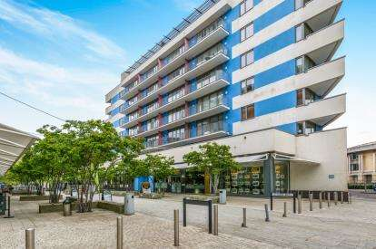 2 Bedrooms Flat for sale in Flat 2, Cathedral Walk, Bristol