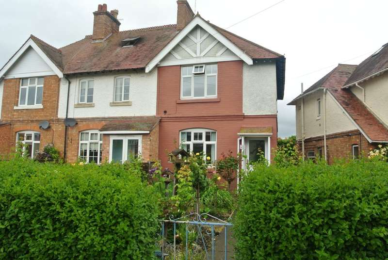 3 Bedrooms End Of Terrace House for sale in New Road, Evesham
