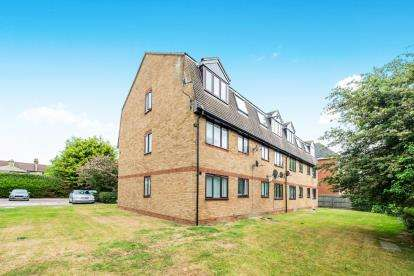 1 Bedroom Flat for sale in Blandford Close, Romford, Essex
