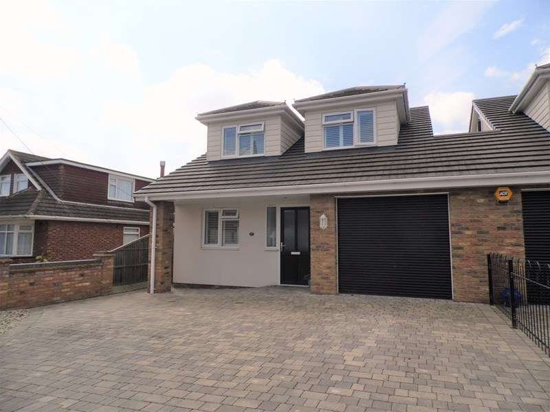 4 Bedrooms Detached House for sale in Wavertree Road, Benfleet