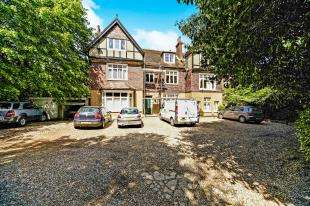 2 Bedrooms Flat for sale in Wavertree, 58 Stanstead Road, Caterham, Surrey