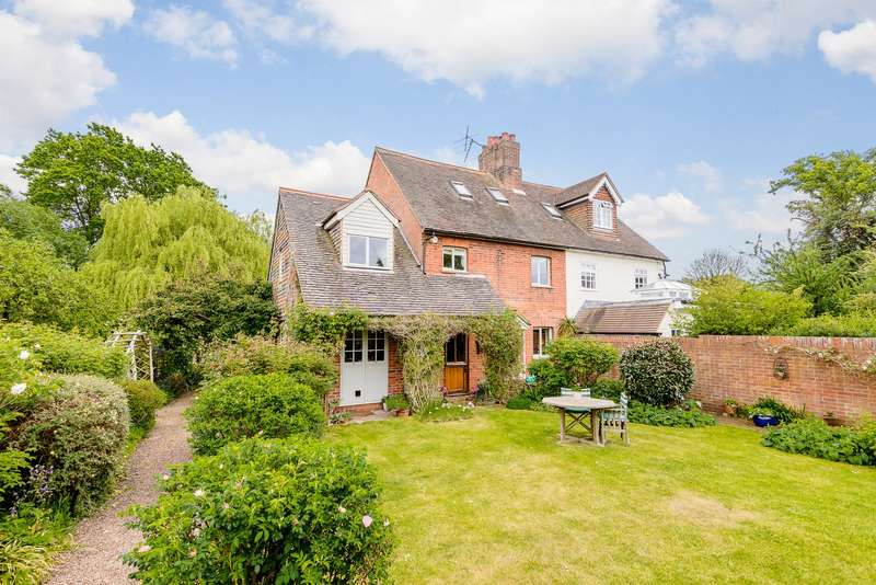 3 Bedrooms Semi Detached House for sale in Hatchford