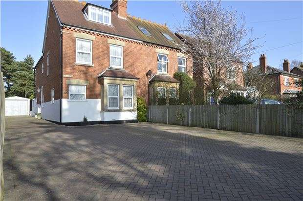 4 Bedrooms Semi Detached House for sale in Gloucester Road, TEWKESBURY, Gloucestershire, GL20 5SS