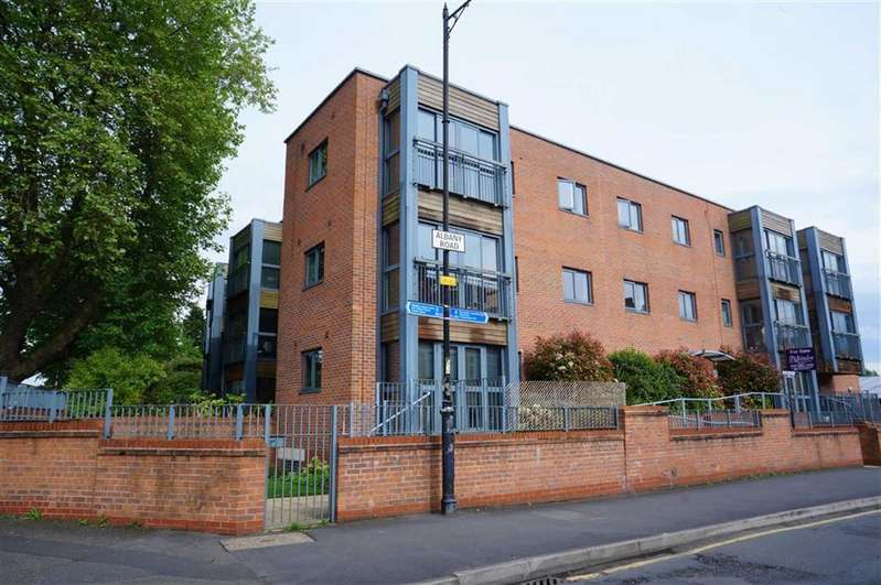 2 Bedrooms Property for sale in The Quadrangle, Chorlton, Manchester, M21