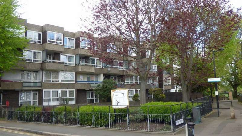 3 Bedrooms Flat for sale in Abbeyfield Road, London