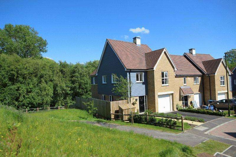 4 Bedrooms Town House for sale in Cheney Crescent, Haywards Heath, West Sussex