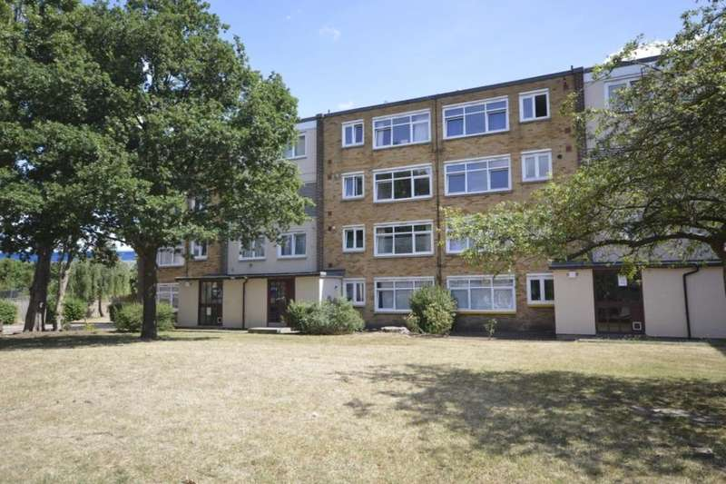 2 Bedrooms Flat for sale in Farm Road, Whitton, Hounslow, TW4