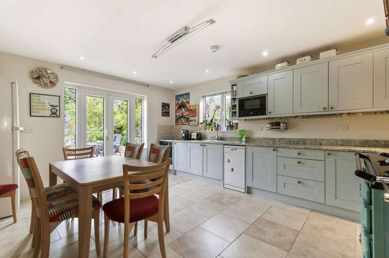 3 Bedrooms Detached House for sale in Ashford Road, Bearsted