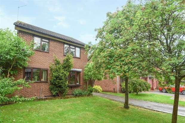 4 Bedrooms Detached House for sale in Agincourt Close, WOKINGHAM, Berkshire