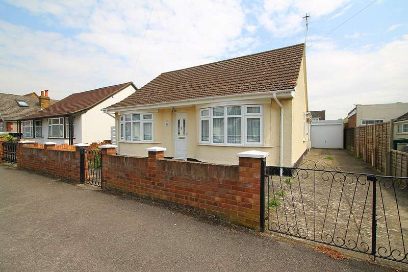 2 Bedrooms Detached Bungalow for sale in Townsend Road, Ashford, TW15