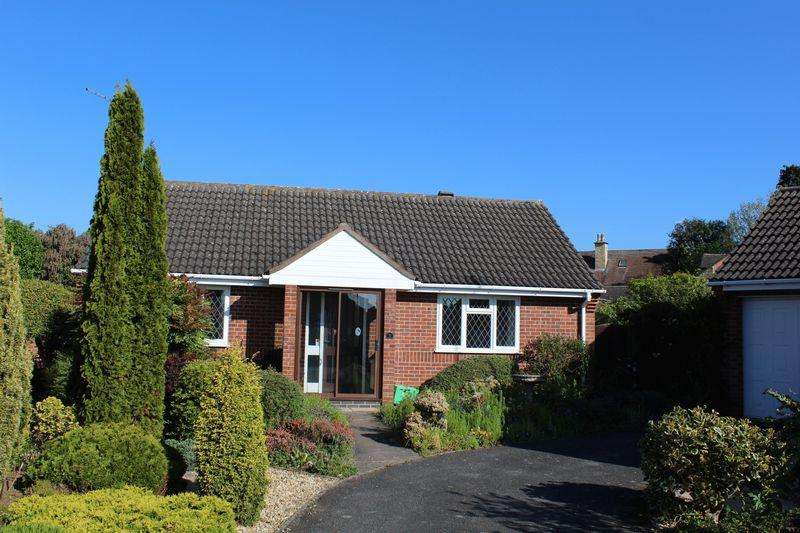 2 Bedrooms Detached Bungalow for sale in The Paddock, Stamford