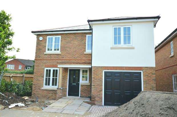 5 Bedrooms Detached House for sale in Chessington Road, Ewell, Epsom