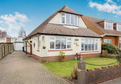 3 Bedrooms Bungalow for sale in Christchurch, Dorset, Stour View