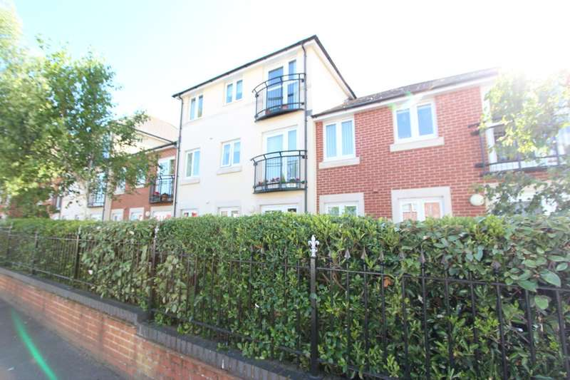 1 Bedroom Flat for sale in HIGHCLIFFE ON SEA