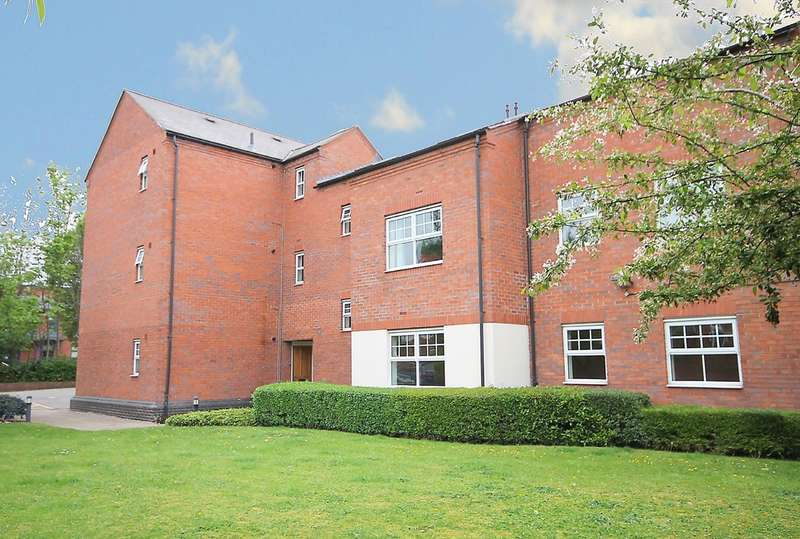 2 Bedrooms Ground Flat for sale in Oakland Court, Moorgate, Tamworth, B79 7EY