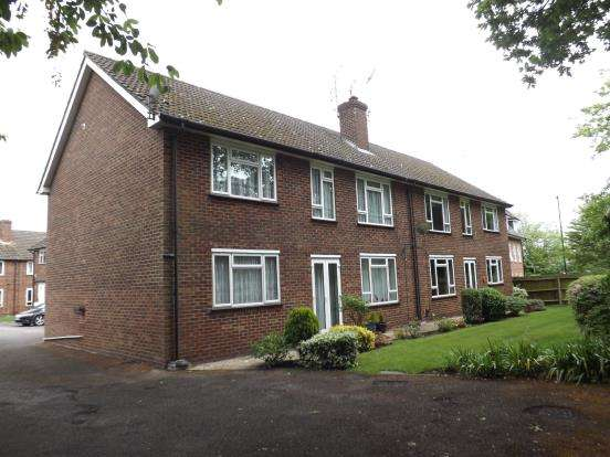 2 Bedrooms Flat for sale in Victoria Road, Fleet