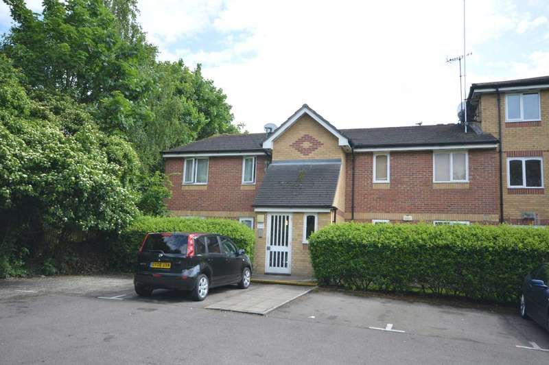2 Bedrooms Flat for sale in Shortlands Close, Belvedere