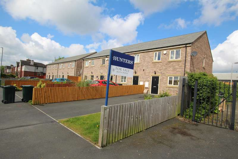 3 Bedrooms End Of Terrace House for sale in School View, Bradford, BD4 6BU