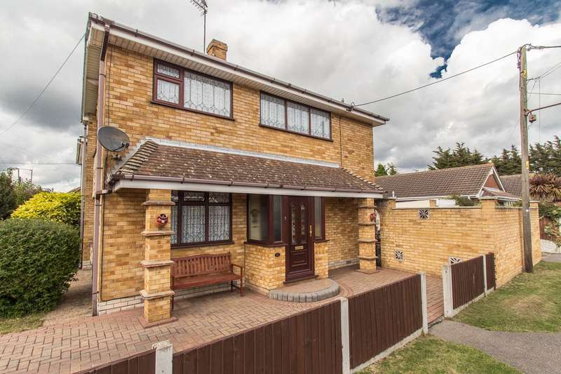 3 Bedrooms Detached House for sale in Seaview Road, Canvey Island, SS8