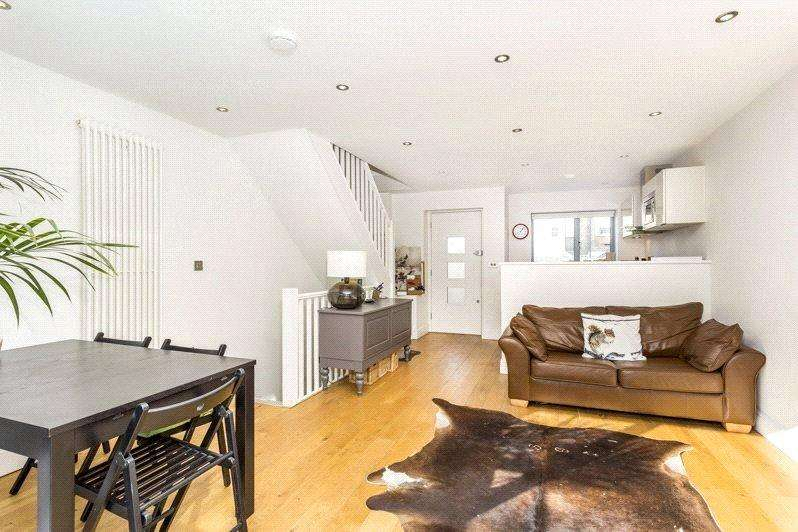 3 Bedrooms Terraced House for sale in Verdon Cottages, London, SW11