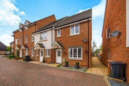 3 Bedrooms End Of Terrace House for sale in Pembridge Gardens, Stevenage, Hertfordshire, England