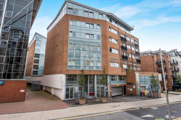 2 Bedrooms Flat for sale in Kingston Upon Thames, Surrey, United Kingdom