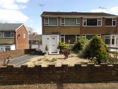 3 Bedrooms Semi Detached House for sale in Hythe, Southampton, Hampshire