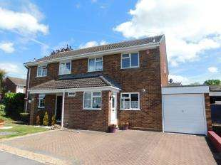 3 Bedrooms Semi Detached House for sale in Langton Close, Vinters Park, Maidstone, Kent