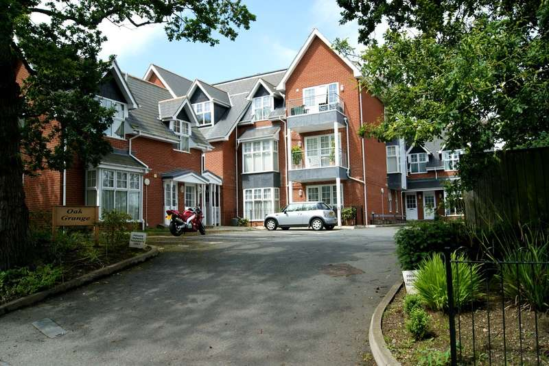 2 Bedrooms Flat for sale in Totland Bay, Isle of Wight