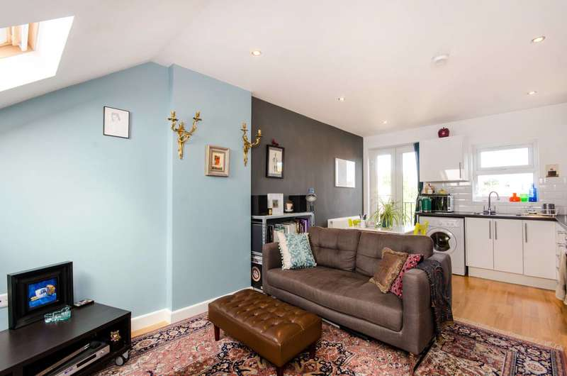 1 Bedroom Flat for sale in Kingston Road, Wimbledon, SW20