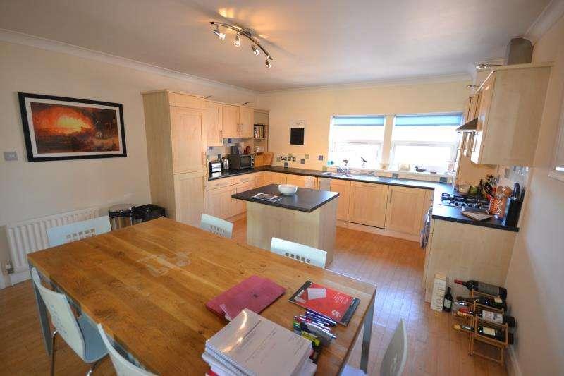 2 Bedrooms Flat for rent in Osborne Road, Jesmond, Newcastle Upon Tyne, NE2
