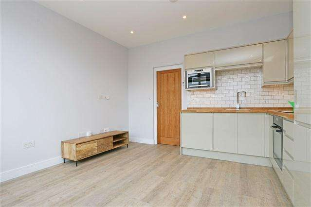 1 Bedroom Flat for sale in Kingston Road, Wimbledon