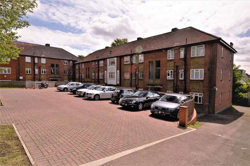 2 Bedrooms Apartment Flat for sale in Chase Court, London