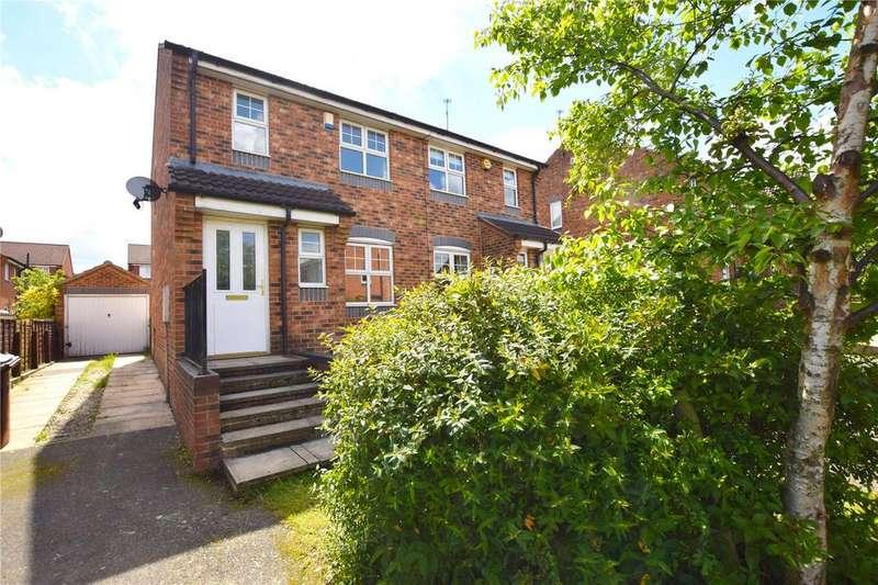 3 Bedrooms Semi Detached House for sale in Badminton View, Leeds, West Yorkshire, LS10