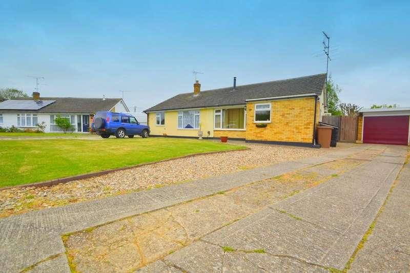 2 Bedrooms Semi Detached Bungalow for sale in Heycroft Way, Chelmsford