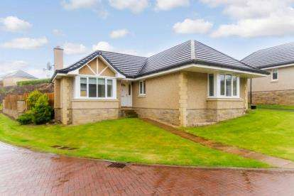 3 Bedrooms Bungalow for sale in The Berries, Kirkfieldbank