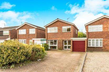 3 Bedrooms Detached House for sale in Hayle Avenue, Warwick