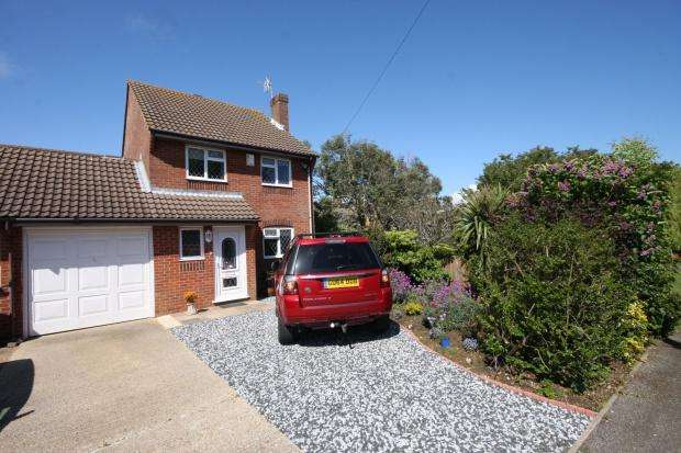 3 Bedrooms Link Detached House for sale in Telscombe Road, Peacehaven, BN10
