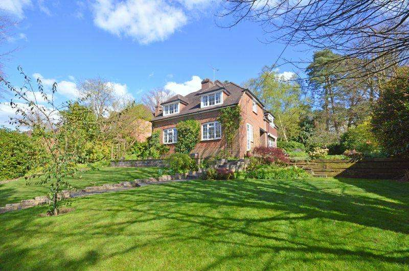 4 Bedrooms Detached House for sale in Carlton Road, Headley Down