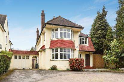 4 Bedrooms Detached House for sale in Barnet Road, Arkley