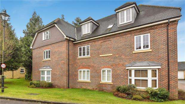 2 Bedrooms Apartment Flat for sale in Cranwells Lane, Farnham Common