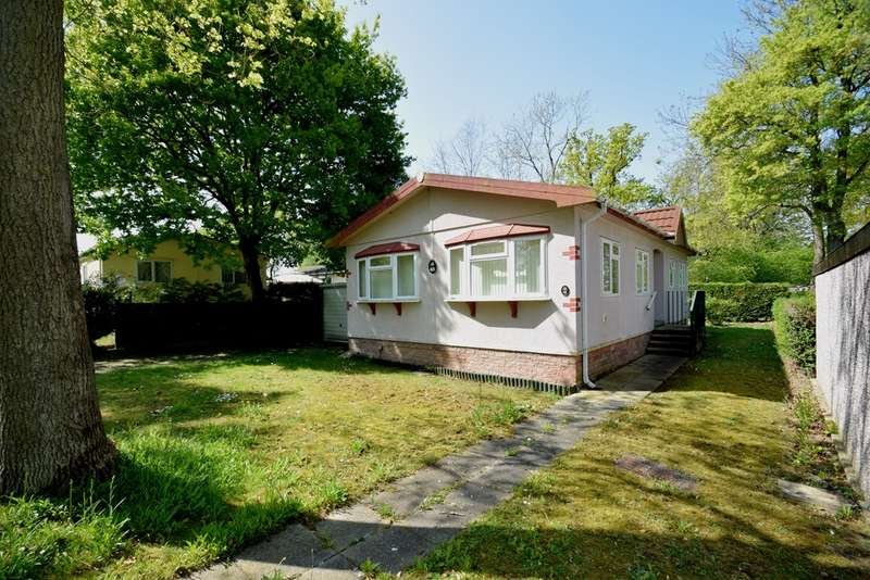 2 Bedrooms Mobile Home for sale in Shepherds Grove Park, Stanton