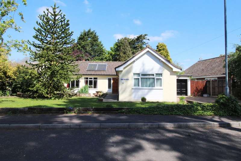 4 Bedrooms Detached Bungalow for sale in Oaks Drive, Swaffham PE37 7ER