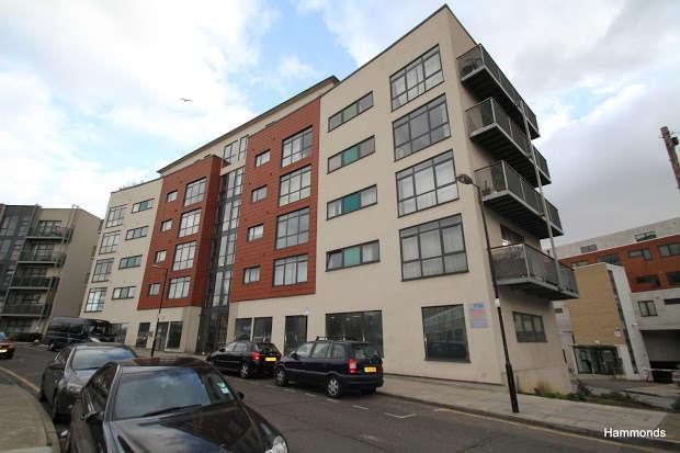 1 Bedroom Flat for sale in Copenhagen Place, LONDON, E14