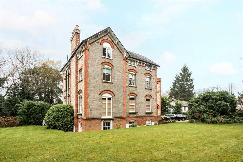 2 Bedrooms Flat for sale in Sandgate, Esher, Surrey, KT10