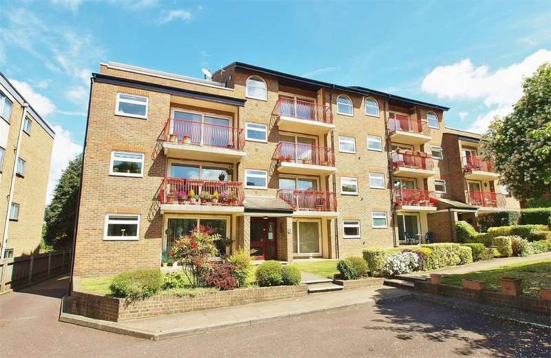 3 Bedrooms Flat for sale in Oakbrook, 8 Court Downs Road, Beckenham