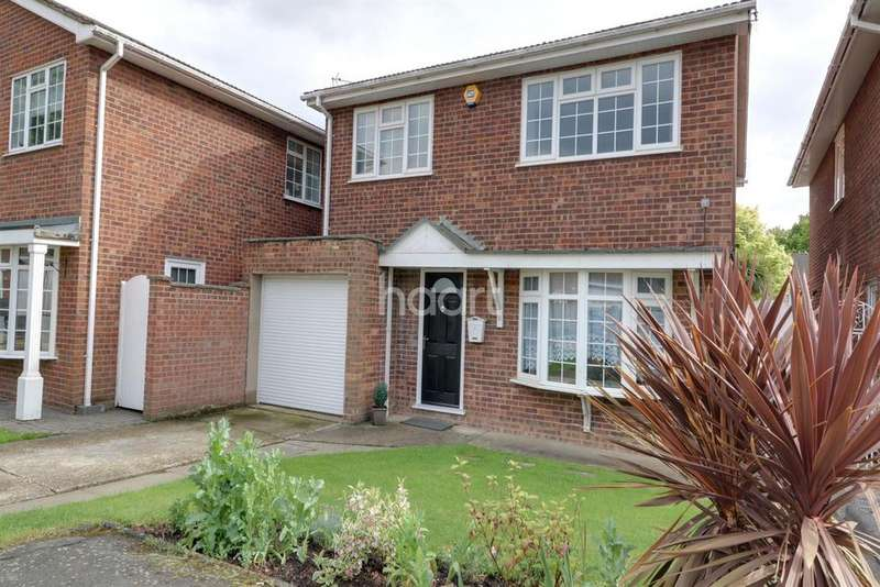 3 Bedrooms Detached House for sale in Kennedy Close, Rayleigh